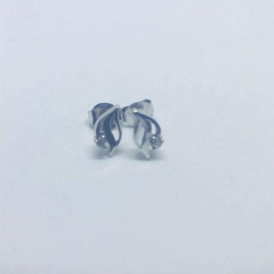 Λευκόχρυσα σκουλαρίκια 14 καράτια 1gr σχέδιο φιλαράκι με μία zircon πέτρα
